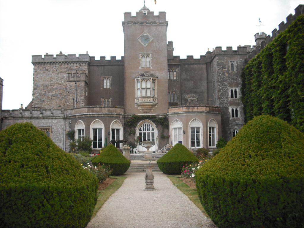 Powderham_Castle_from_the_Rose_Garden